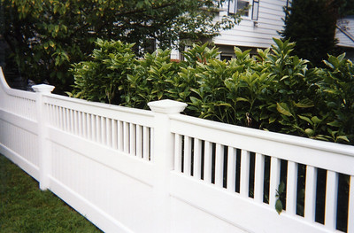 Montauk Fence with Spiderboard