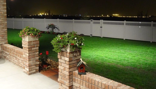 Adobe Embossed Montauk Fence with Double Maxwell Rails