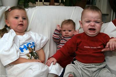 Att ta en bild med tre kusiner samlade var ett hopplöst projekt!  :-)