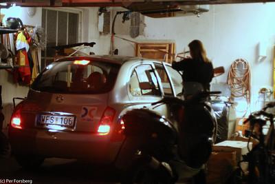 Garageparkering 101 - Observera hur snyggt klubban håller ned takantennen!