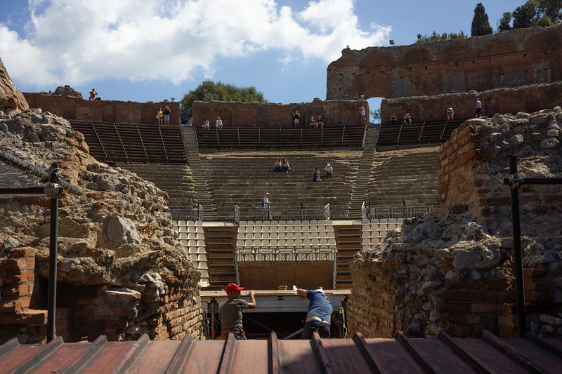 Színház, kűmőves dekoltázs