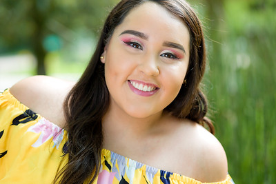 2019_Vanessa-Senior-735-Edit_Up-to-8x10