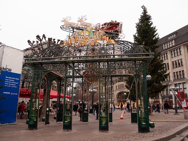 A quick visit to the Hamburg Weihnachtsmarkt | Hamburg, Germany