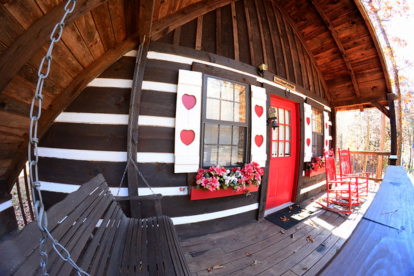 Front porch of the Sweetheart's Delight cabin.