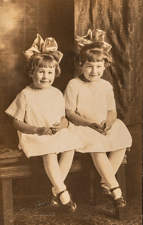 [Lucile & Mae.]  Auntie Mae died in 1950 of a stroke.  No children.