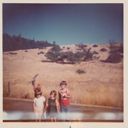 [Dawn, Jenni, Greg Rains in front of yard in Roseburg.  8-25-74]