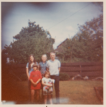 [Debbie, Cindy, John, Greg + Jenni.  May 1975] Debbie & John were twins, Cindy the younger sister.  Children of Jean and Robert Rains.  Cousins of Greg & Jehnee.