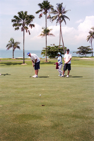 Putting on 7th - Palm Course