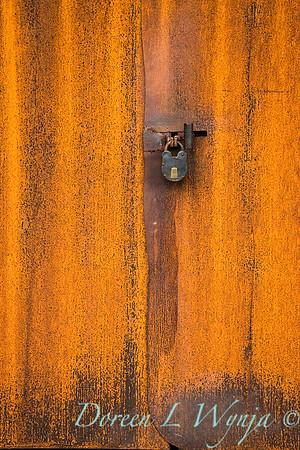 Rusted door lock_0374
