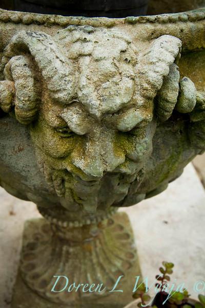 Horn headed urn_005