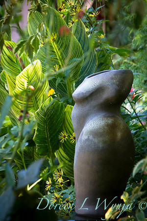 Atist nude figure in the garden_2099