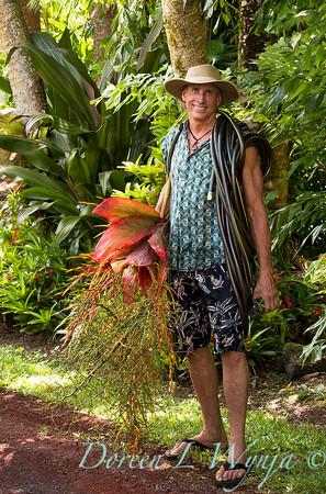 Davis working in the Garden_2215_3x