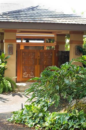 Tropical garden entryway_3573