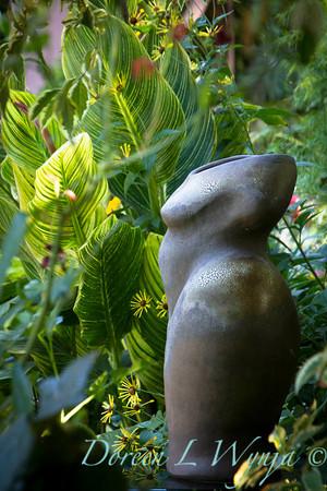 Atist nude figure in the garden_2099