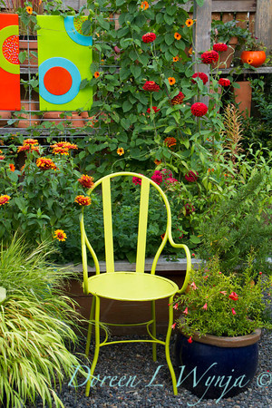 Art glass in the flower garden_9901