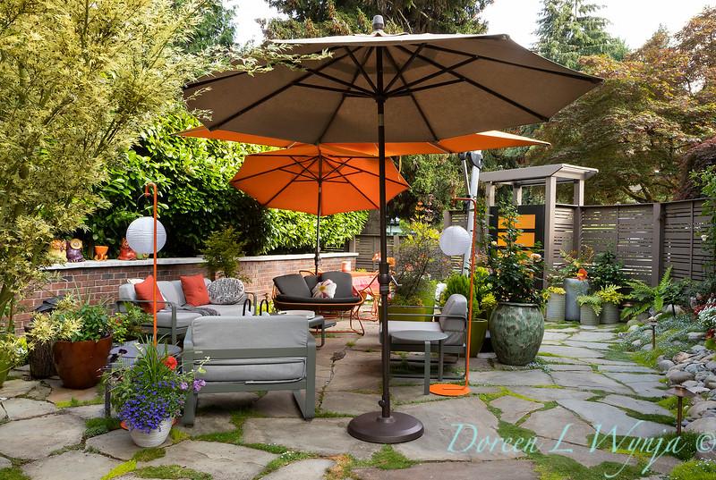 Orange acents in the Garden_6514