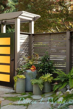Orange acents in the Garden_6507