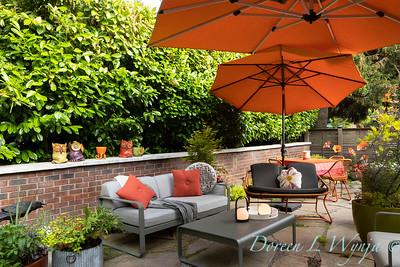 Orange acents in the Garden_6515