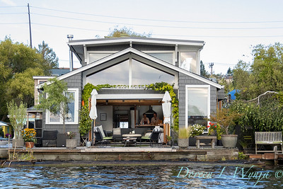 Houseboat garden deck waterfront_1160