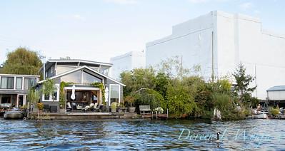 Houseboat garden deck waterfront_1158