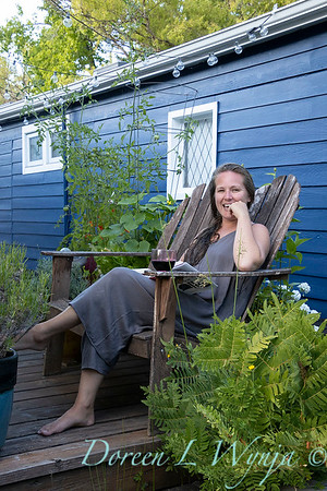 Houseboat garden - relaxing with a book_1152