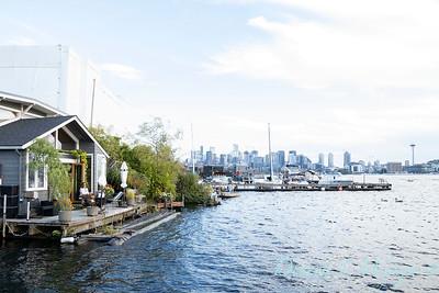 Houseboat garden deck waterfront_1156