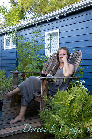 Houseboat garden - relaxing with a book_1151