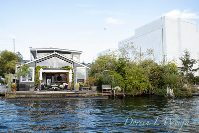 Houseboat garden deck waterfront_1157