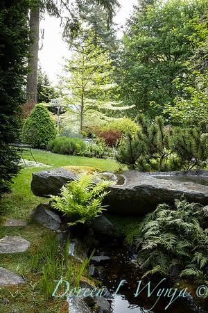 Pat & Walt's garden with stumpery_122