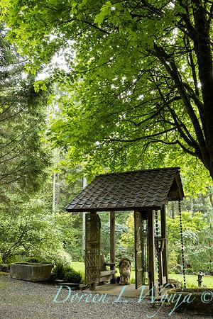 Pat & Walt's garden with stumpery_100
