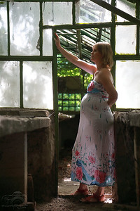 Zsuzsi várandós