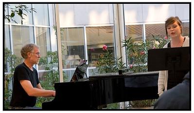 Ayoe synger med Torben 2005
