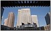 """""""Tokyo - den digitale storby"""", Update efteruddannelse  14.-23. april  Japan, Tokyo Vagt i uniform  ved Shunjuku Rådhus med hvide højhuse mod blŒ himmel i Tokyo Shinjuku distriktet. Roskilde Festival 2009.  Foto: Torben Christensen  København ©"""