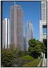 Japan, Tokyo Hvide h¿jhuse mod blŒ himmel i Tokyo Shinjuku distriktet. Roskilde Festival 2009.  Foto: Torben Christensen  København ©