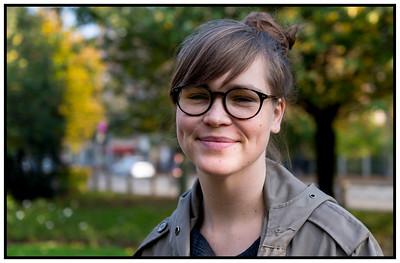 Bryndis Ayoe med nye briller 2014