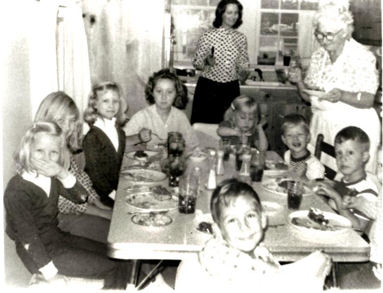 at bemoms table