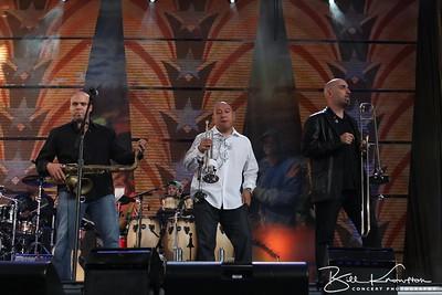 Carlos Sosa, Fernando Castillo and Reggie Watkins with Jason Mraz at Miller Park in Milwaukee, WI on October 2, 2010