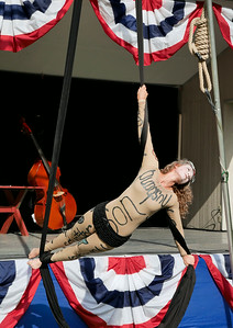 Zooid Aerial Theatre performs; The Hangman's reprise. _1020417.JPG