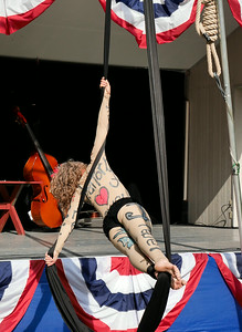 Zooid Aerial Theatre performs; The Hangman's reprise. _1020418.JPG