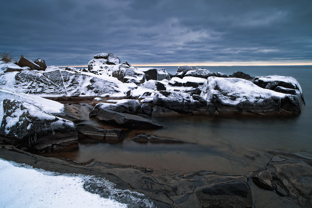 IMAGE: http://www.northerncaptures.com/NorthShorePictures/Lake-Superior-Pictures-2/i-J725qpH/0/XL/lake%20superior%20first%20snow1-XL.jpg
