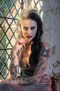 Model pose vampire 2