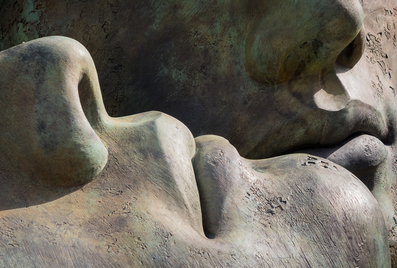 Hermanos - Mitoraj Sculpture