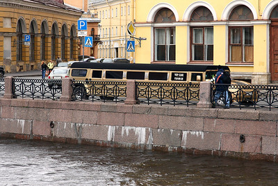 Stretched limo as transport for wedding parties is popular in St. Petersburg