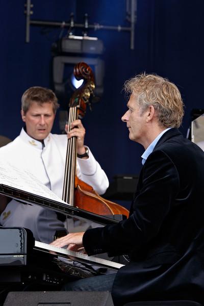 Cor Bakker samen met het Luchtmacht orkest