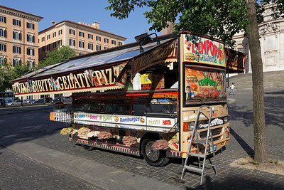 The snack car near the Santa Maria Maggiore