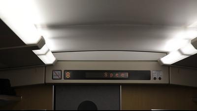 De sneltrein van Shanghai naar Nanjing rijdt tot ca 350 km/h