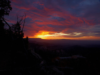 A sunrise over Bryce Canyon
