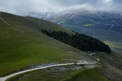 The road down to Castellucio