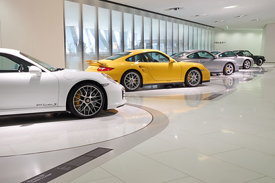 Porsches making pirouettes in perfect sync