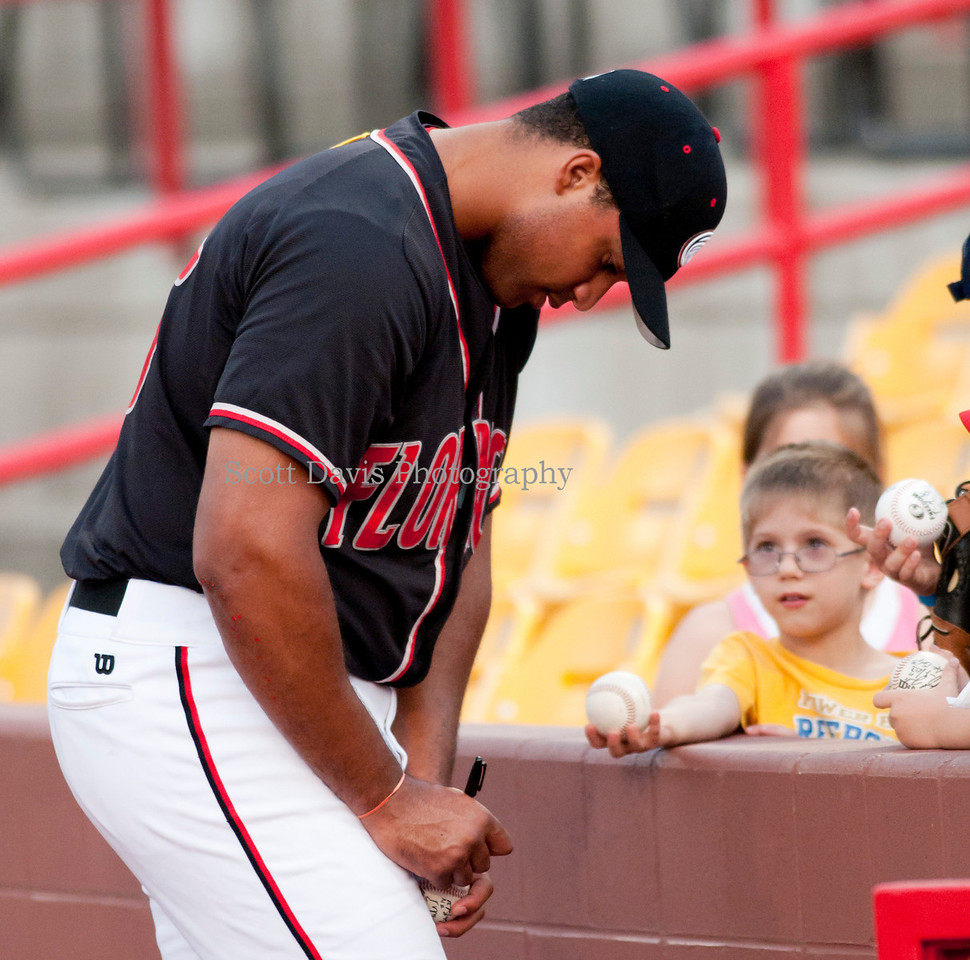 Florence Freedoms Dan Maycock signs autographs between games of the double header.(Cincysportszone/Scott Davis)